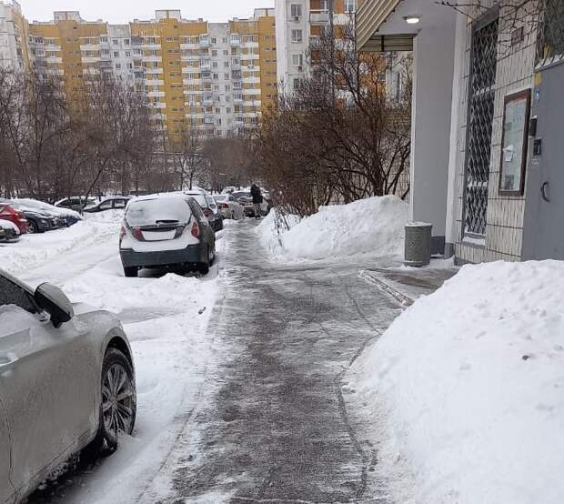 На уборку улиц Марьина от снежных заносов вышло более 450 дворников