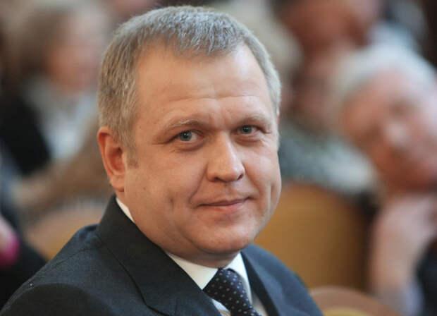"""Глава департамента культуры Москвы призвал молодежь """"поднять жопу и работать"""", указав, что доллар скоро будет стоить сто рублей"""