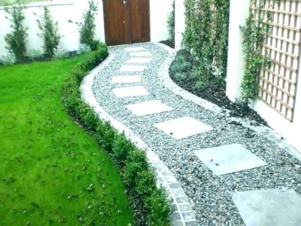 Оригинальная дорожка, ведущая к дому, придает двору особый шарм. /Фото: lydiainterior.co
