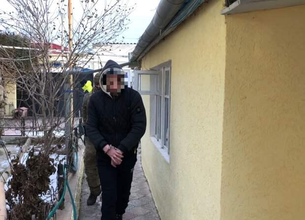 Сотрудники ФСБ в Евпатории задержали наркоторговца. Видео