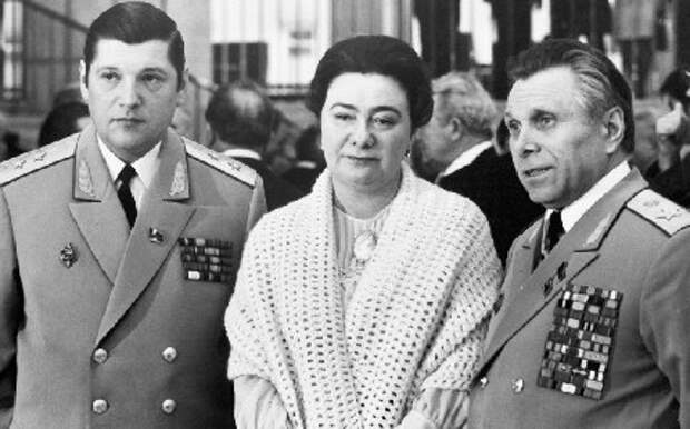 Упорно все говорят, что Щёлокова отдают под суд