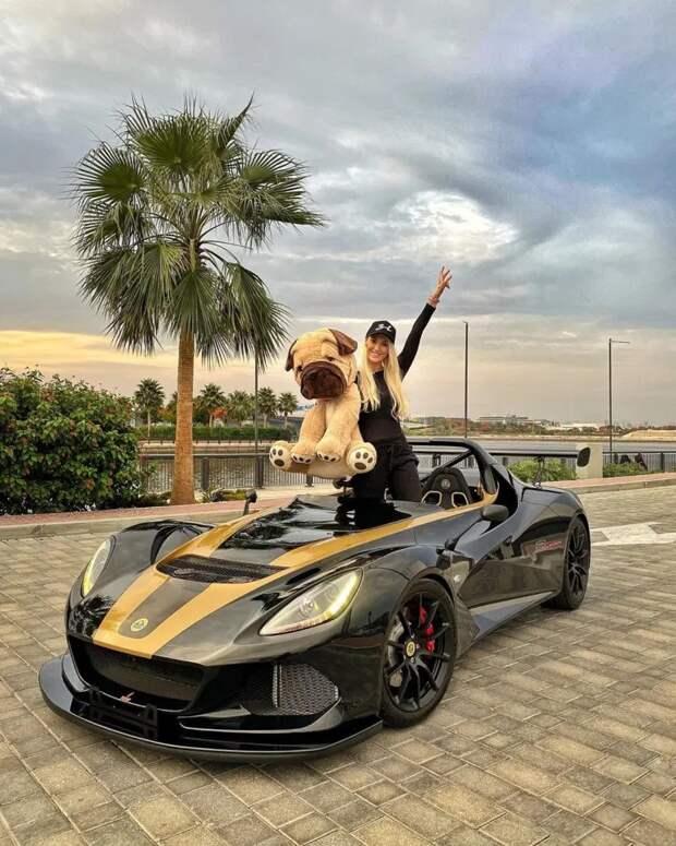 Девушки рулят! Суперкар-модели, которые зарабатывают миллионы, фотографируясь вроскошных автомобилях