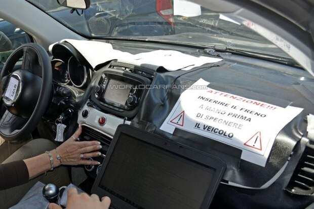 Новый кроссовер Fiat 500X показал свой салон