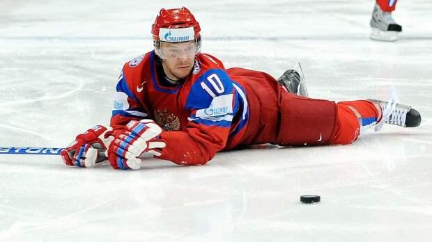 Большой скандал со сборной России. Хоккеистов сняли курящими во время ЧМ, Овечкин и Быков их защищали