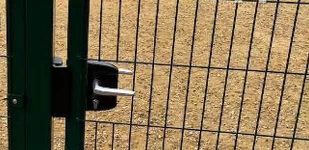 На Ферганской площадку для выгула собак открыли после жалобы жителей