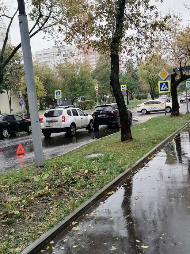 В 5-ом проезде Марьиной Рощи на пешеходном переходе столкнулись две легковушки