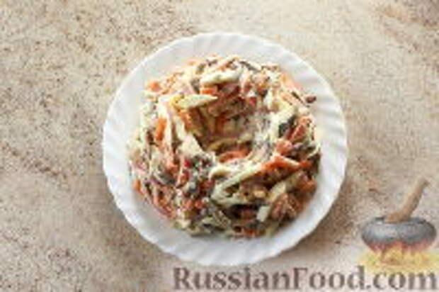 """Фото приготовления рецепта: Салат """"Ласточкино гнездо"""" - шаг №11"""