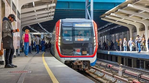 Движение поездов временно остановили на участке Филевской линии столичного метро