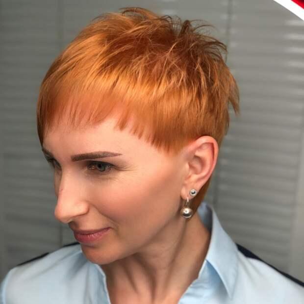 13 великолепных стрижек с короткой челкой для женщин 40-50 лет