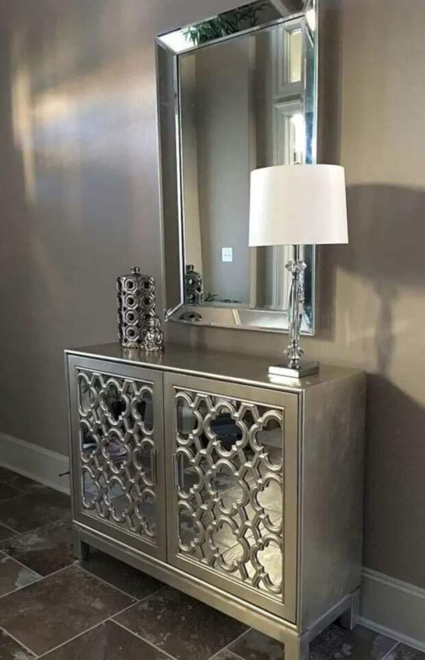 Интересные способы украсить стену зеркалами