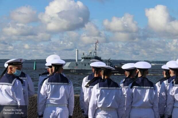 Главный военно-морской парад в честь Дня ВМФ начался в Санкт-Петербург
