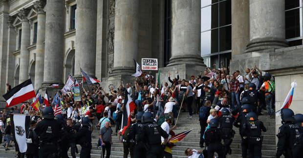 Участники антиковидного митинга в Берлине скандируют «Пу-тин!» Почему?