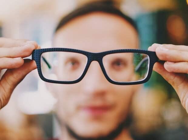 Люди в очках гораздо меньше рискуют заразиться коронавирусом