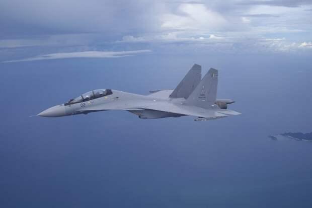 Китайские истребители установили рекорд по продолжительности морского патрулирования