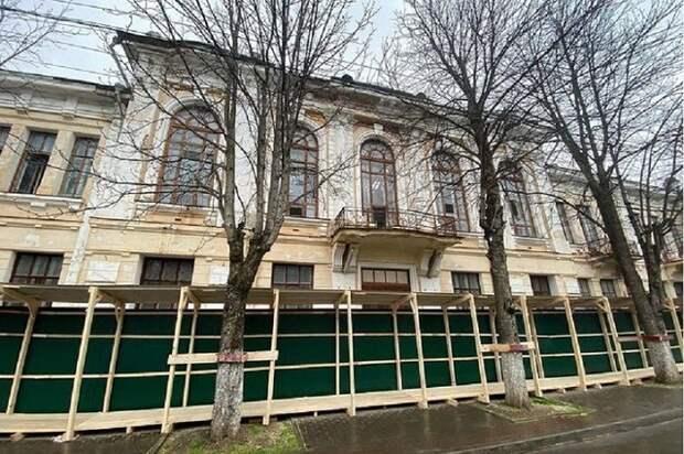 В Майкопе началась подготовка к реконструкции Дома офицеров