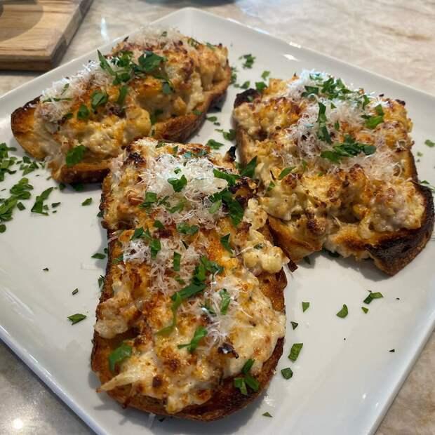 Бутерброд вам вленту: новый тост сцветной капустой исыром покоряет соцсети