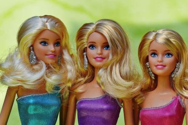 Житель Подмосковья взбудоражил россиянок раритетными куклами Барби