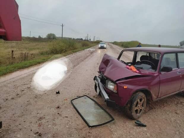 Водитель легковушки погиб при ДТП с грузовиком в Удмуртии