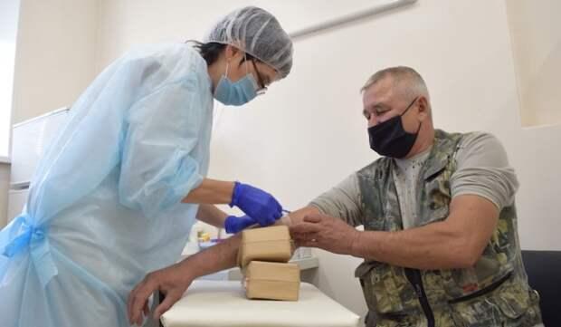 Собянин: москвичи старше 60 лет с 28 декабря смогут записаться на прививку от COVID-19