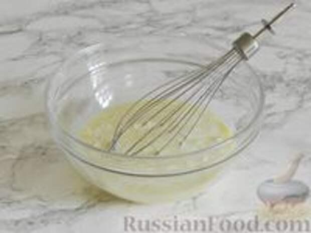 Фото приготовления рецепта: Королевская ватрушка с заливкой из сгущенки и шоколада - шаг №9