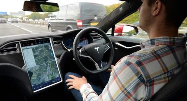 Компания Tesla сообщила об улучшении показателей автопилота