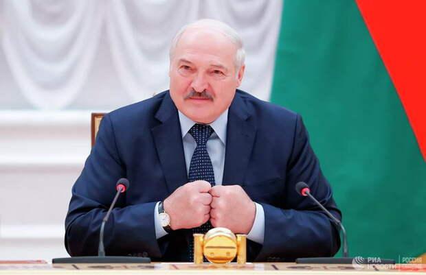 Запад научил Лукашенко ценить братство с Россией