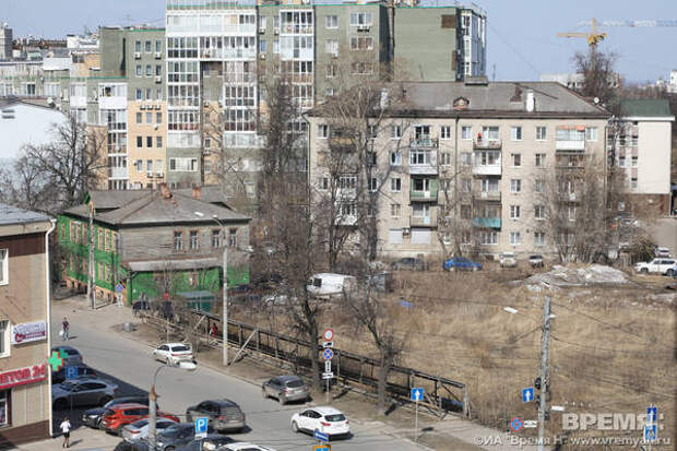 Снесен синий забор вокруг стройки науглу Белинского иКостина
