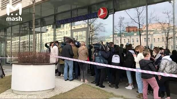 Никаких больше оллинклюзивов. Турция закрыта, а туристы с утра караулят московский...