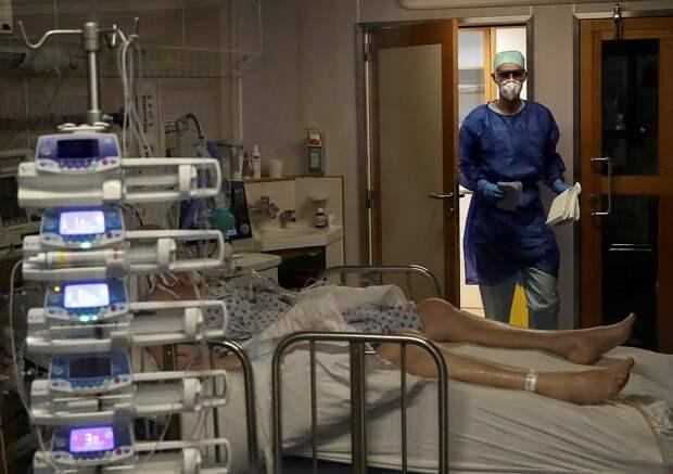 Пациент с коронавирусом в больнице города Льеж, Бельгия. Фото: REUTERS