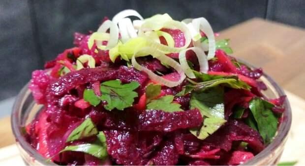 Жена удивила новым салатом со свеклой «для всех». Варить и запекать ничего не нужно
