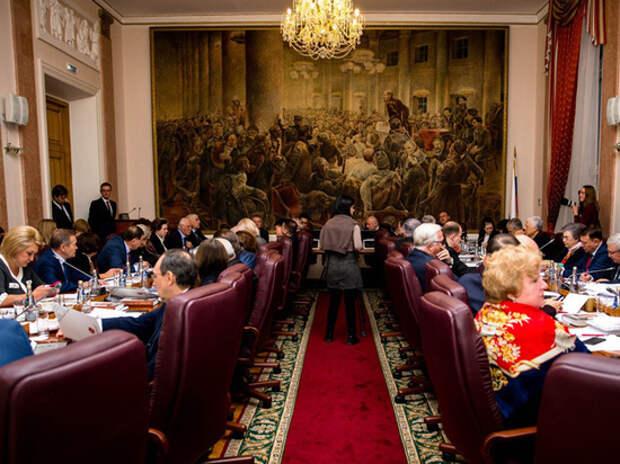 Заседание рабочей группы по изменению Конституции напомнило телевизионное шоу
