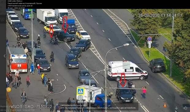 На Коровинском шоссе произошла авария с участием мотоцикла и двух автомобилей