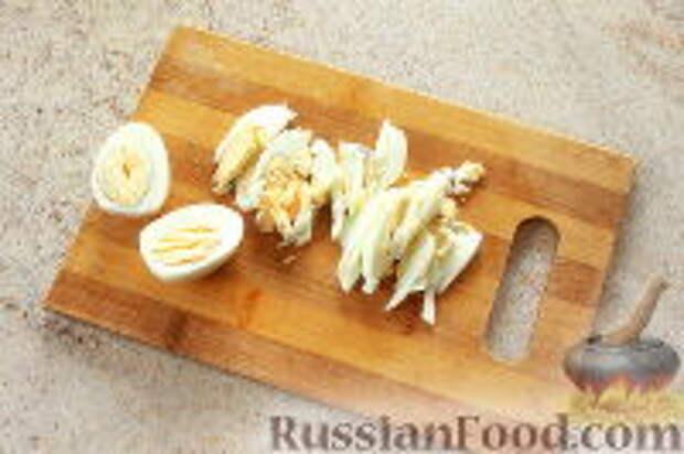 """Фото приготовления рецепта: Салат """"Ласточкино гнездо"""" - шаг №7"""