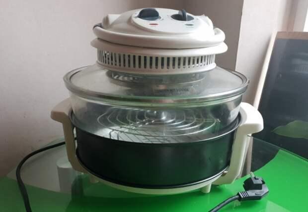 Аэрогриль выглядит как большая прозрачная кастрюля, которая готовит блюда с помощью потоков горячего воздуха / Фото: static.daru-dar.org
