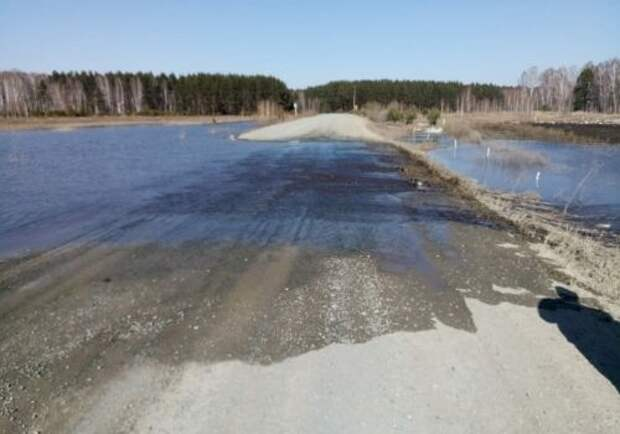 ВОмской области мощно затопило дорогу