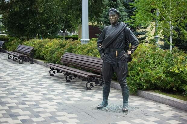 Анатолий Кузнецов, знаменитый товарищ Сухов