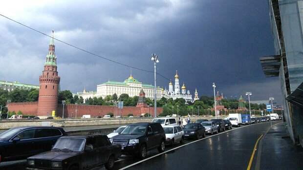Москвичам пообещали небольшой дождь на 9 Мая