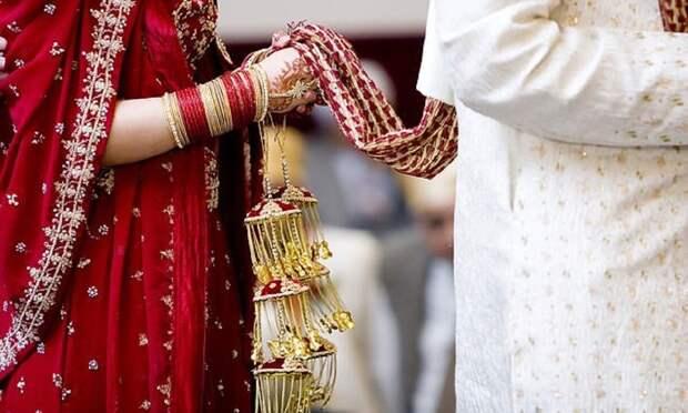 Индийскую жену обвиняют в смерти мужа от недостатка секса