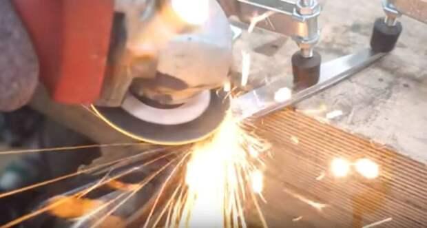 Разбираем старые ножницы. /Фото: youtube.com.