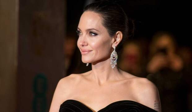 Анджелина Джоли планирует уехать из США вместе с детьми
