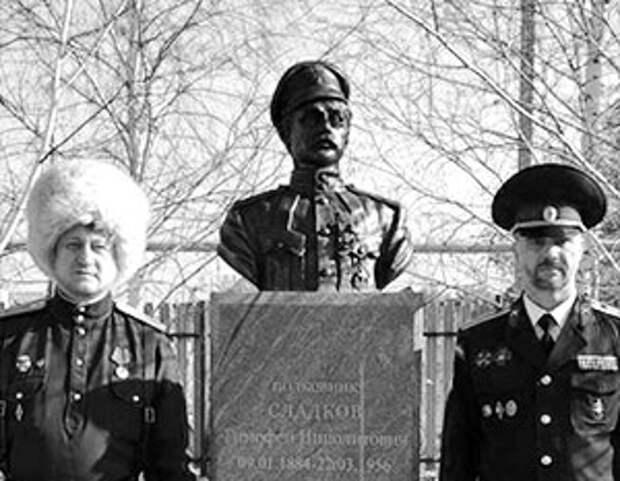 Под Оренбургом поставили памятник «победителю Чапаева»