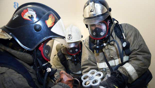 Огнеборцы потушили пожар в строении на Гаражном проезде Подольска