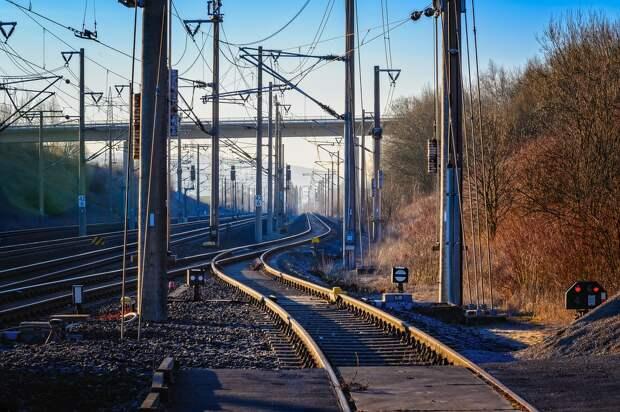 Подростки изрисовали баллончиком тамбур поезда, следовавшего из Глазова