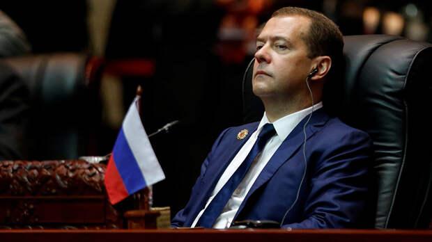 Как Дмитрий Медведев должен отреагировать на обвинения в коррупции?