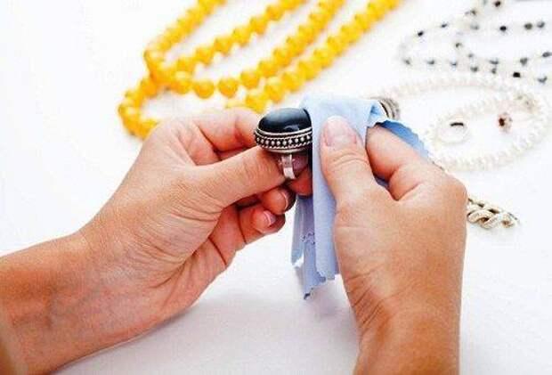 Чистка ювелирных изделий в домашних условиях подручными средствами
