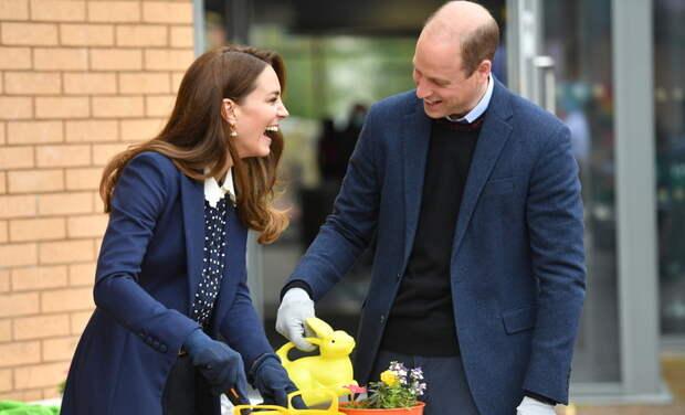 Активный отдых: Кейт Миддлтон и принц Уильям посадили растения и постреляли из лука