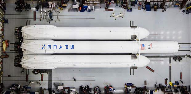 Илон Маск показал первые фотографии Falcon Heavy