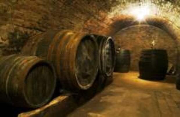 Два румына погибли при чистке винных бочек