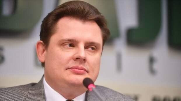 Евгений Понасенков показал Урганту, как правильно гладить деревья