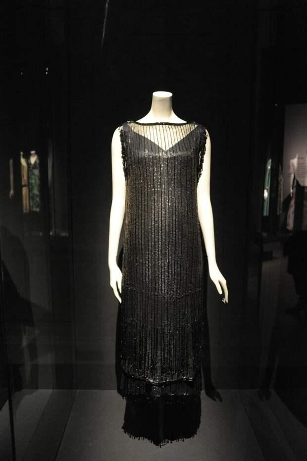 Платье Chanel на выставке в музее Palais Galleria